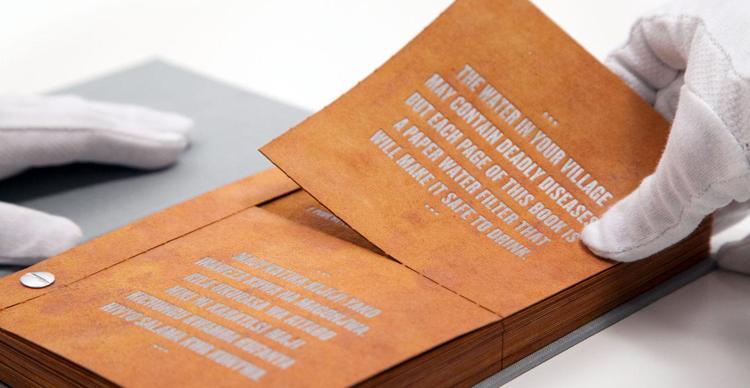 Read more about the article Das Drinkable Book: Ein Buch, das Leben rettet